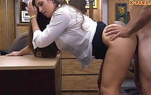 Busty amateur babe boned at be transferred to pawnshop