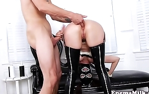 Enema squirting babe assfucked by guy