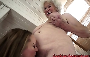 Chubby matriarch orally licked by babe