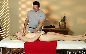 Duped massaged babe spunk
