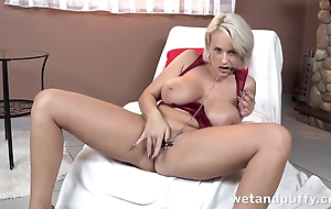Bodily blonde to huge tits cums non-native masturbation